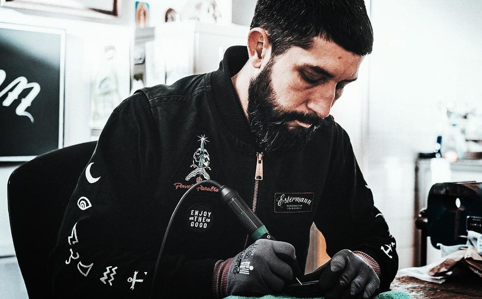 Carsten Estermann - Helmets for India Artist